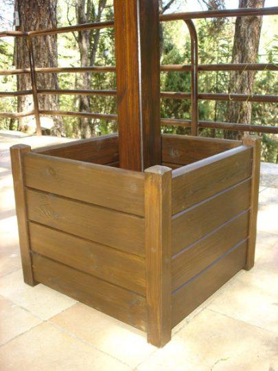 Macetera de madera